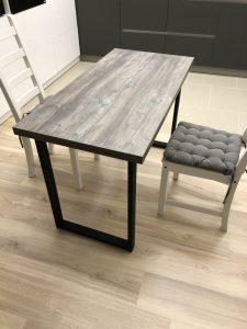 Лофт стол на кухне, обеденный стол и два стула