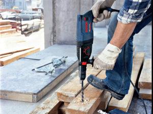 Перфоратор Bosch GBH 2-26 DFR в работе
